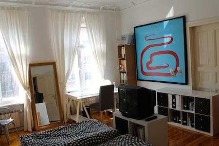 Nice room in Berlin in the center - Berlin - Bed & Breakfast