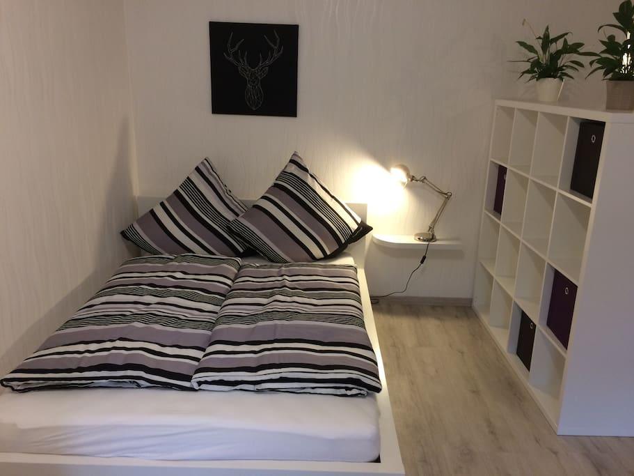 Bett im Wohn/Schlafzimmer
