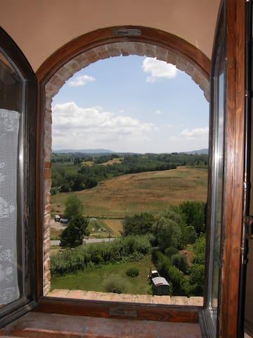 APARTMENT IN AN 18TH CENTURY VILLA - Capannoli - Lägenhet