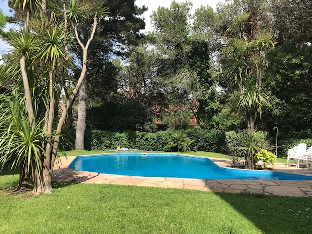Departamento impecable frente al golf de pinamar