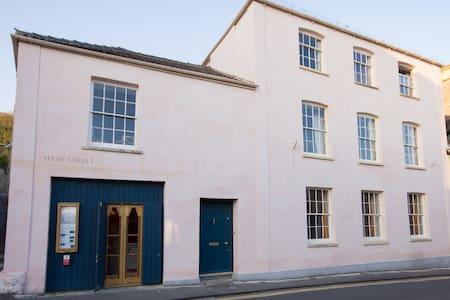 Lovely old house and art deco cinema - Axbridge - Rumah