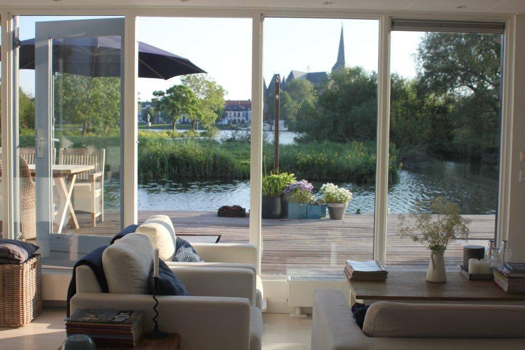 Lounge en drijvend terras
