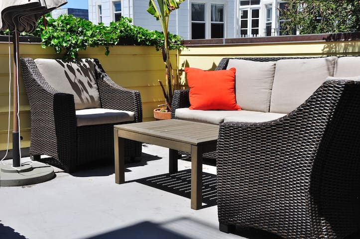Marina location, rooftop GGB views+ private deck!