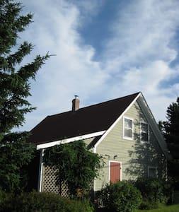 Old School House on Atlantic Ocean - Queens - Cabin