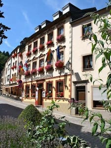 Auberge du Chateau - Doppelzimmer 2 - Vianden - Bed & Breakfast
