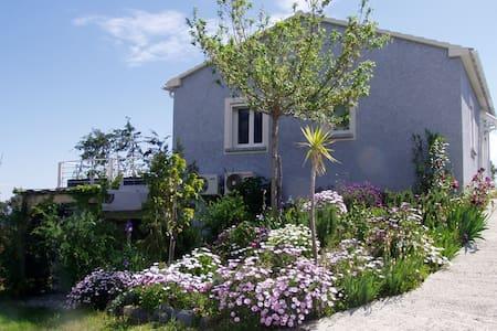 T2 dans villa, vue mer - Cervione