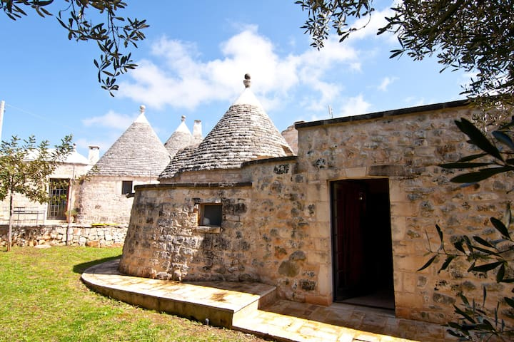 Trullo Verde in Valle d'Itria