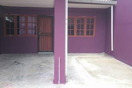 Homestay Samarahan Samarindah - Kota Samarahan