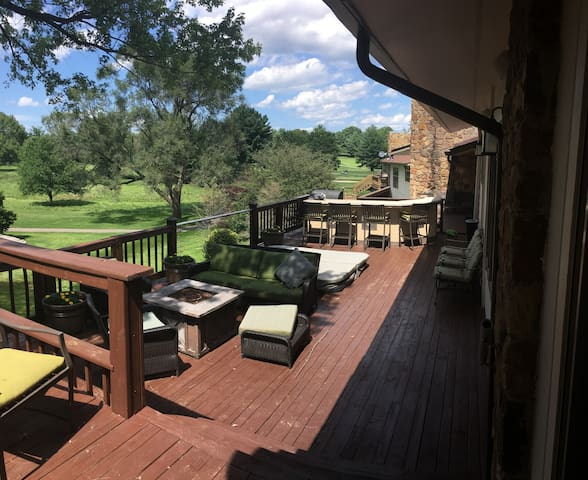 2 Bed, 2 Bath Overlooks Golf Course