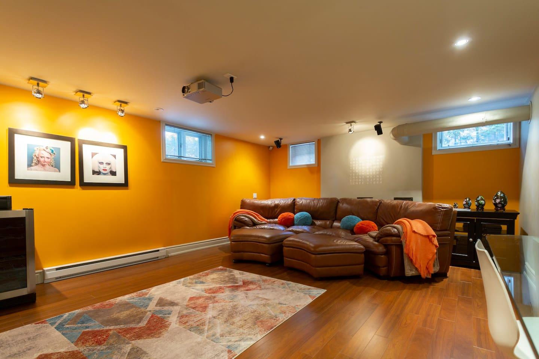 Apartment on Mount-Royal, beautiful garden & patio - Condominiums ...
