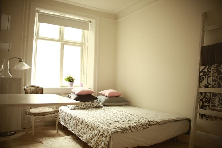 Cosy, bright room near Copenhagen's center - Copenhague - Bed & Breakfast