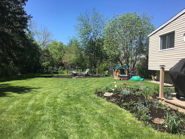 Manotick Getaway- 2 Rooms for a family