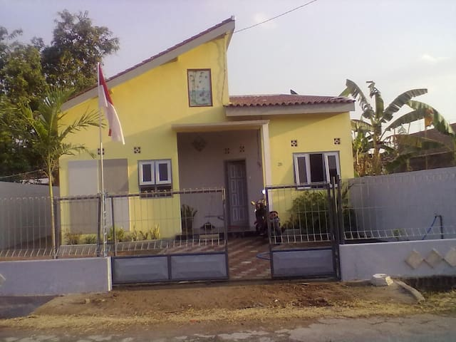 NEW HOUSE AND COMFORTABLE IN MADIUN