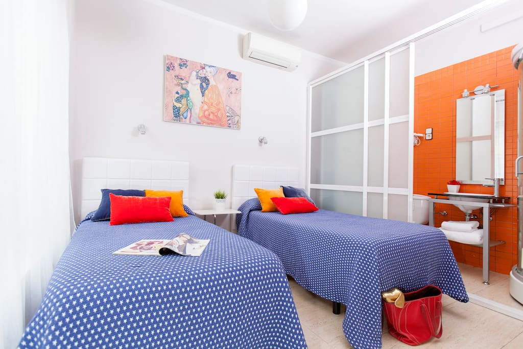 Private Room In Hostel Madrid
