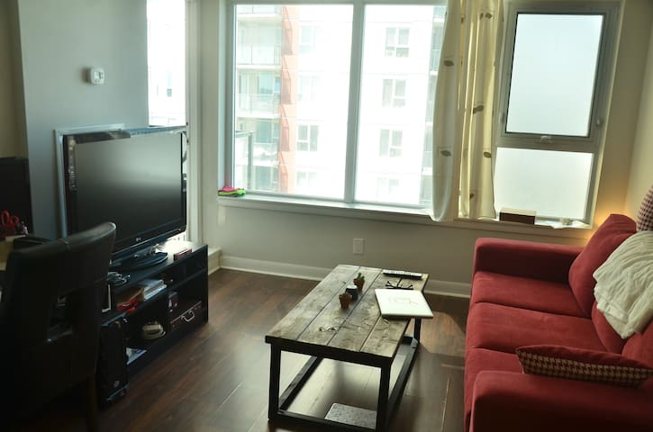 Cozy and modern condo @ STC, 40 min to DT by metro - Toronto - Wohnung