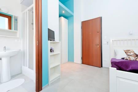 Blue SECURITYDOOR bathroom single/2 - Rome