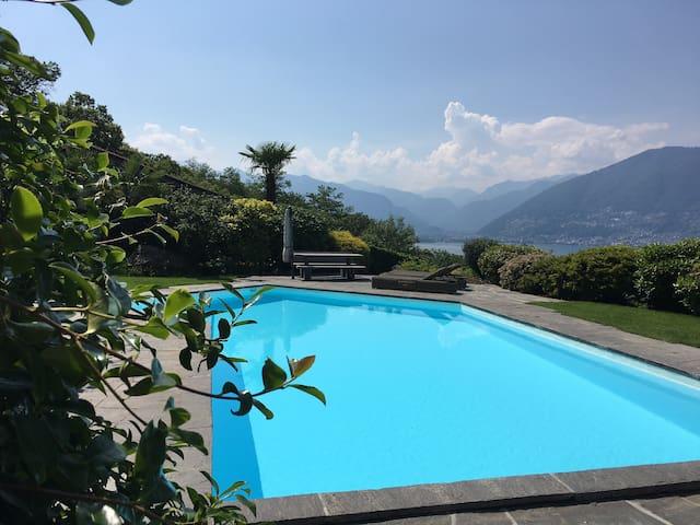 Luxusvilla mit Panoramasuite, Seesicht und Pool