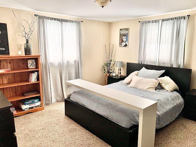 Bedroom #1 - Queen Bed