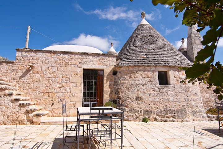 TRULLO GIALLO in Valle d'Itria