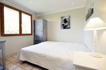 Schlafzimmer 1 (2 Einzelbetten)