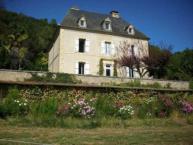 Spacious Country House in Dordogne
