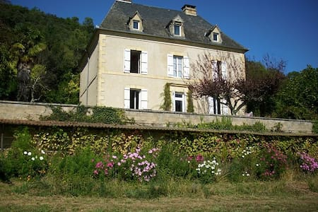 Spacious Country House in Dordogne - Calviac-en-Périgord - วิลล่า