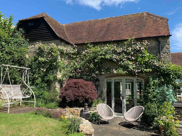 Charming barn within stunning garden, Kent village