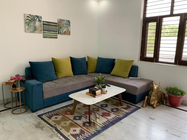 Fully equipped homestay near airport/metro