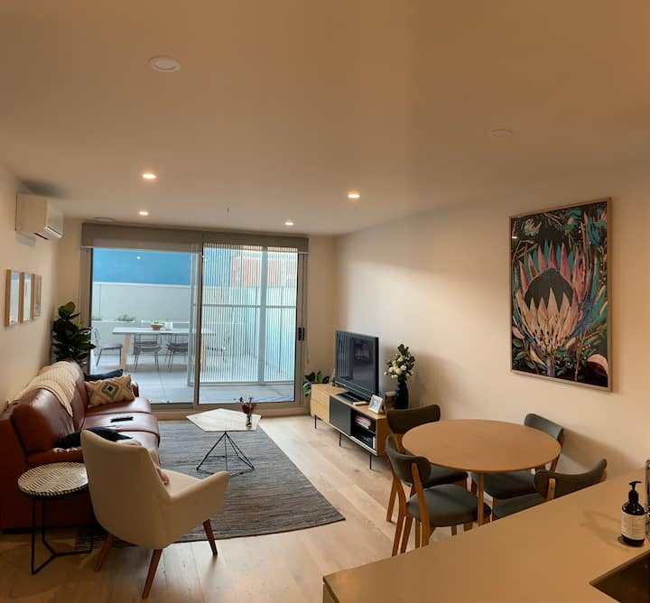 Modern bright pad with huge terrace in Brunswick