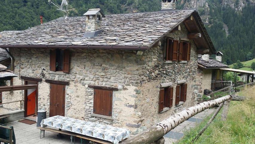 Casa vacanza per gruppi - Valgoglio - House