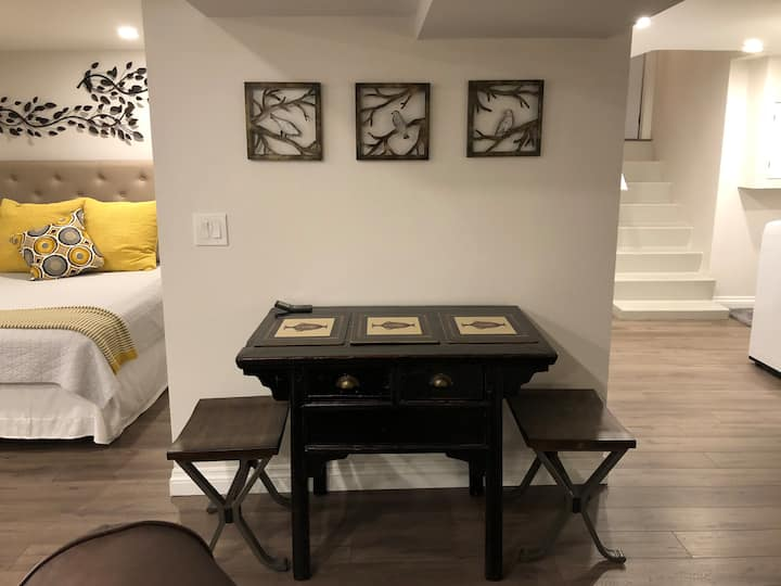 Stunning studio apartment Dundas