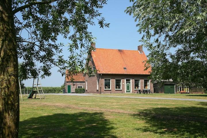Authentieke Zeeuwse boerderij centraal gelegen in Zeeuws-Vlaanderen