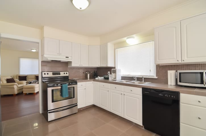 PRIVATE  3 BEDROOM HOME - Seattle - Hus