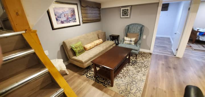 Windsor Downtown Cozy Entire Guest Suite