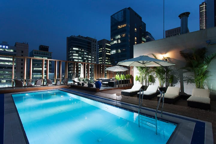 Rooftop Paradise Deluxe Room @Gangnam by Grammos