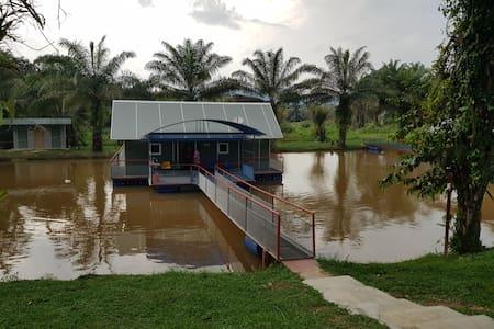 Homestay terapung kampung sungai dusun kkb soharto