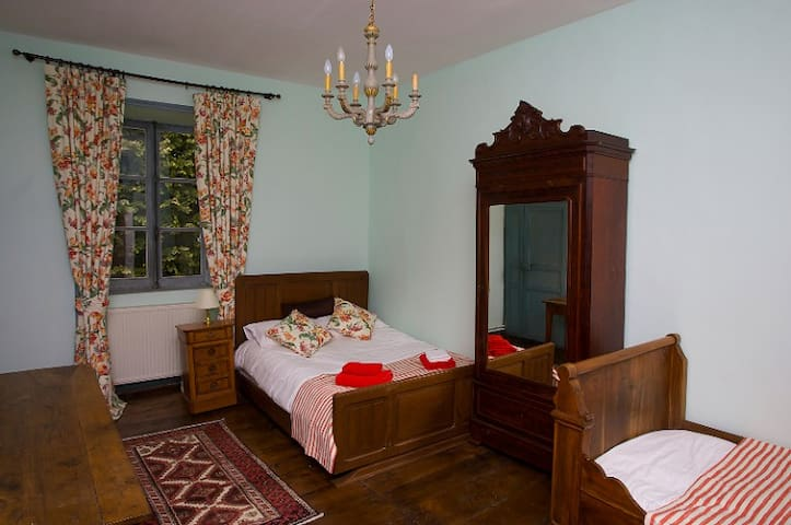 Chateau in the Dordogne - 2-room suite for 4 ppl