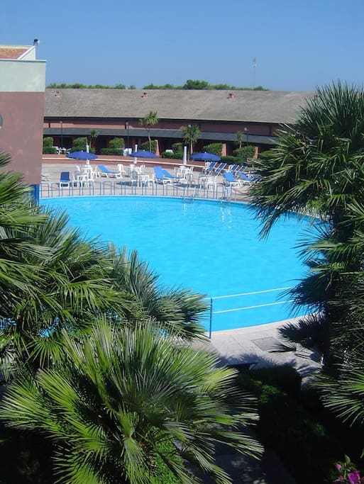 La piazzetta con piscina aperta a tutti i condomini; The square with swimming pool open to all owners