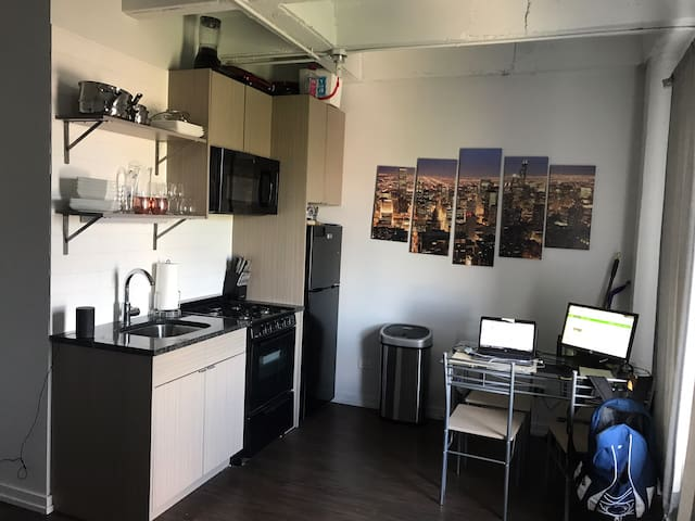 Modern Studio in Uptown Chicago