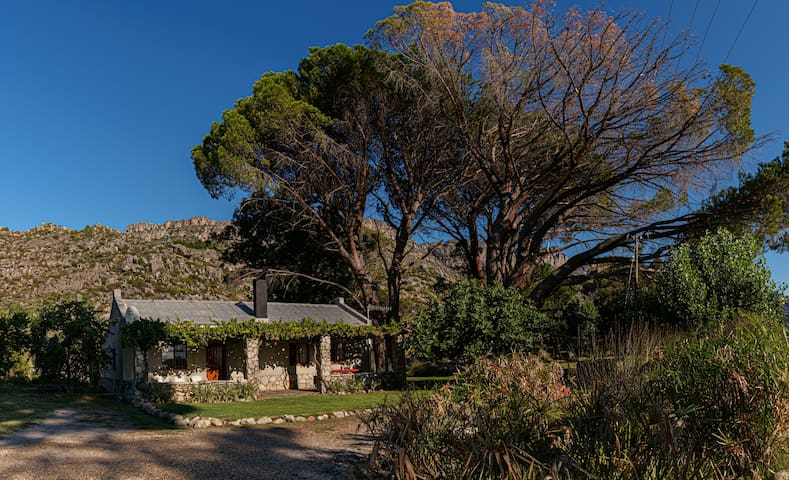 Klipspringer Mountain Cottage close to town