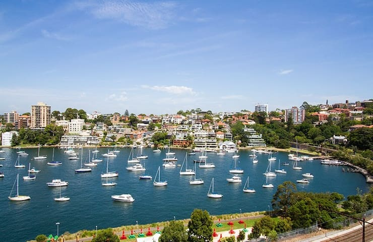Overlooking Lavender Bay - Milsons Point - Pis