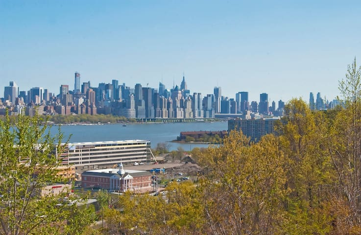 NYC View - 10 minutes to Manhattan - Cliffside Park