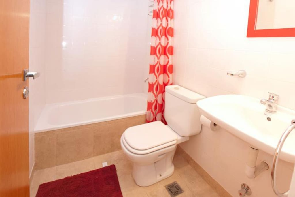 bathroom-red room