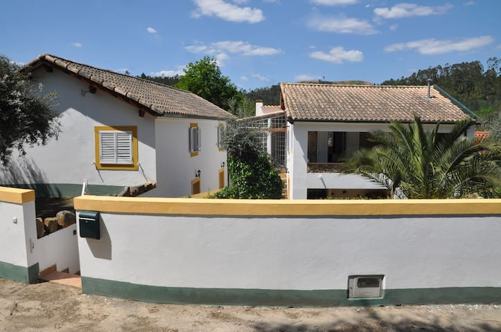 Rural Farmhouse on Rio Ceira: 3 Bed - Serpins - Vila