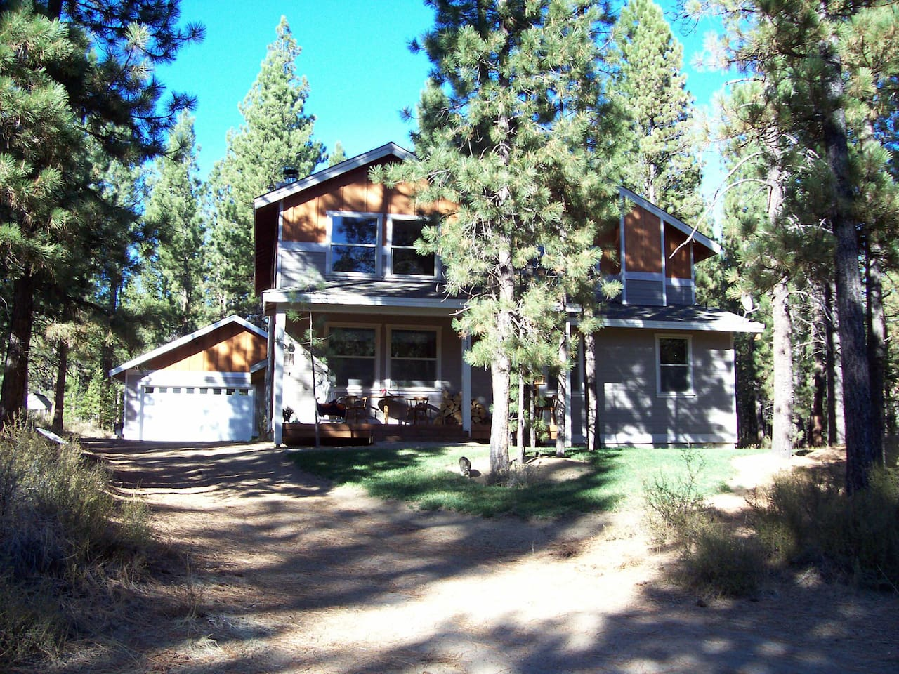 Welcome to my country home in La Pine! Enjoy the warmth and Ponderosa Pine forest fragrance.