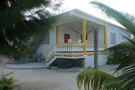 Bay Breezes apt #1, Caye Caulker