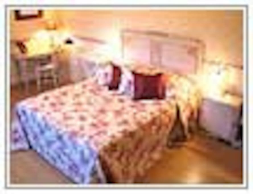 Benejacq room 1 queen size bed + one single bed
