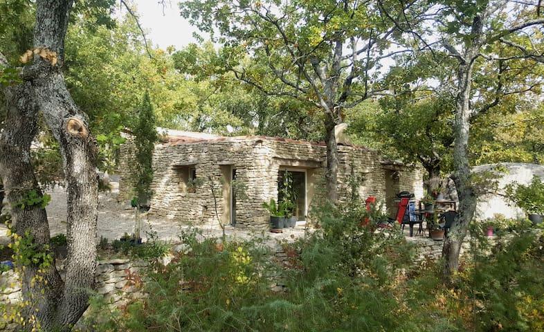 "character stone house"" les rapieres"""