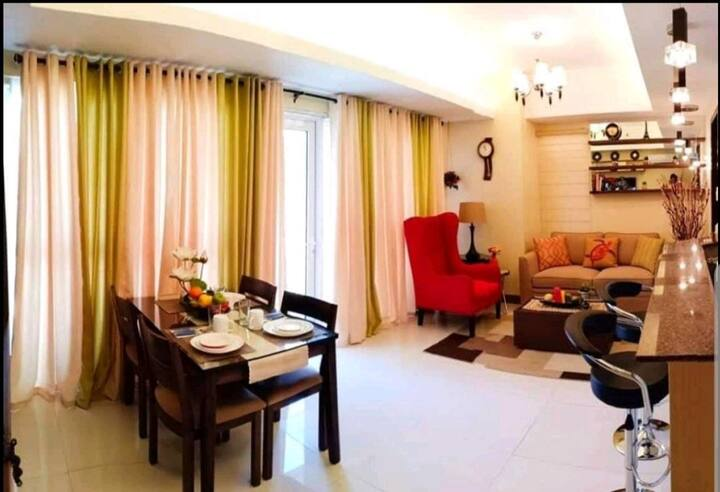 Homey 1BR unit 66.4sqm Link @Venice Mall + parking