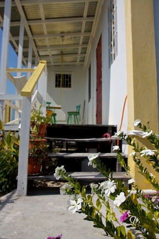 Bay Breezes apt #4, Caye Caulker